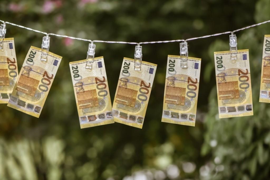 200 euron seteleitä pyykkinarulla, koristeellinen.